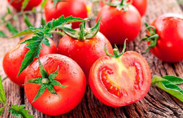 Уход за томатами в июне — полезные советы для увеличения урожая